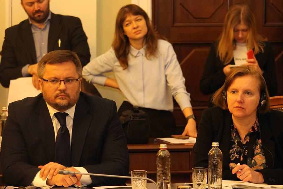 "Круглий стіл «Співпраця у трикутнику Парламент-Уряд-НАК ""Нафтогаз""»"